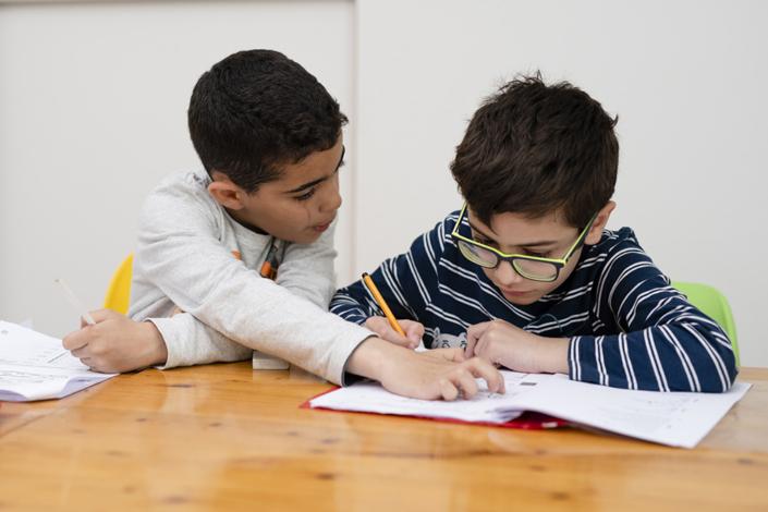 Scholen en peuterspeelzalen helpen tegen armoede